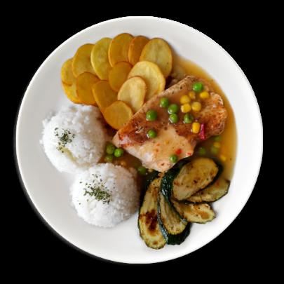 Kuracie prsia na zeleninovej omáčke s grilovanou cuketou,zemiakové plátky,ryža
