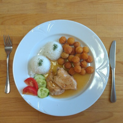 Morčací plátok na omáčke,ryža,krokety,zelenina