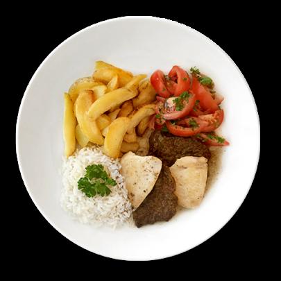 Hovädzí a kurací plátok, zemiakové štvrťky, ryža,paradajkový šalát