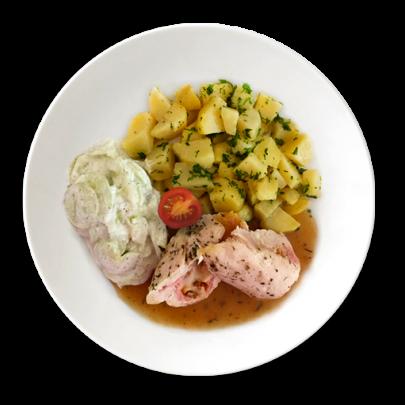Kuracinka plnená šunkou, mozarellou a šampiňónmi, zemiaky s maslom a uhorkový šalát s bielym jogurtom