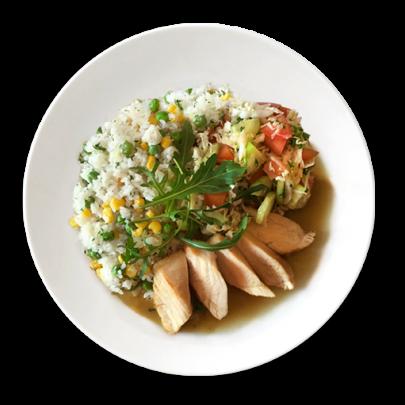 Zeleninová ryža, kuracie prsia na prírodno a zeleninová obloha