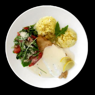 Kurací plátok na citrónovej omáčke, kari ryža ,paradajkovo a rukolový šalát s parmezánom