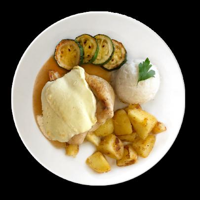 Kuracie prsia  zapekané s Fetou a cukinou , 1/2 opekané zemiačky, 1/2 ryža