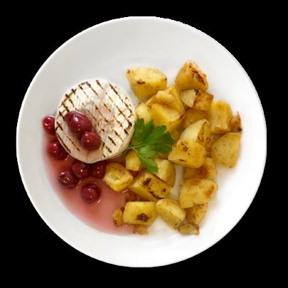 Grilovaný hermelín s horúcimi višňami, opekané zemiačky