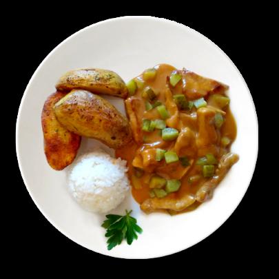 Bravčové stroganov s kyslou uhorkou, zemiakové štvrťky, ryža