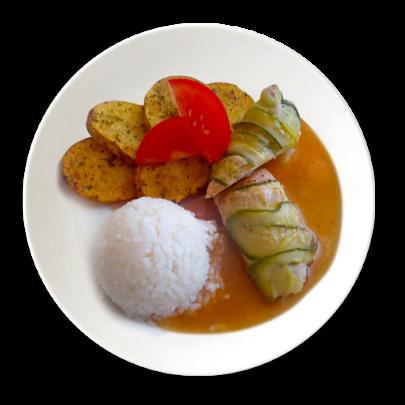 Bravčová taštička obalená cuketou,1/2 ryža, 1/2 pečené zemiakové plátky