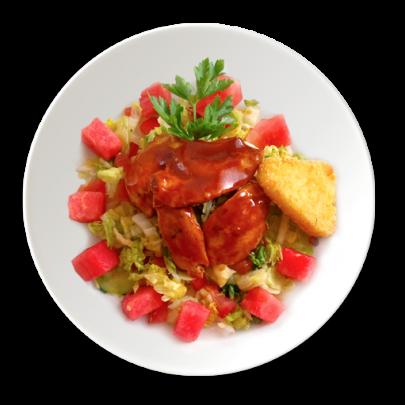 Zeleninový šalát s červeným melónom,marinádovaná kuracinka,zemiakové rosty